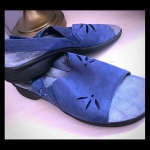 Blue suede Clark's Springers sandals 8.5